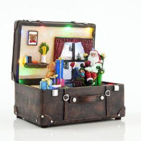 Eurolamp LED Βαλίτσα Με Άγιο Βασίλη, 15 LED, Μπαταρίας, Με Μουσική, 15,5X13X16CM